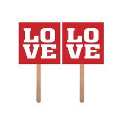 Rekvizity s nápisom Love